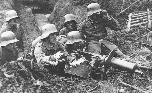 German machine gun crew – World War One (National Archives)