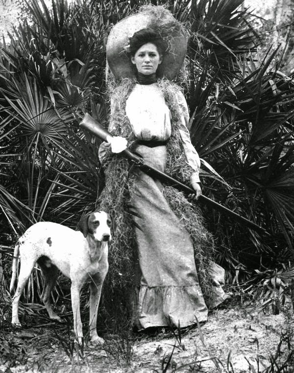 Woman-with-shotgun-and-dog-Florida-ca.-1910s