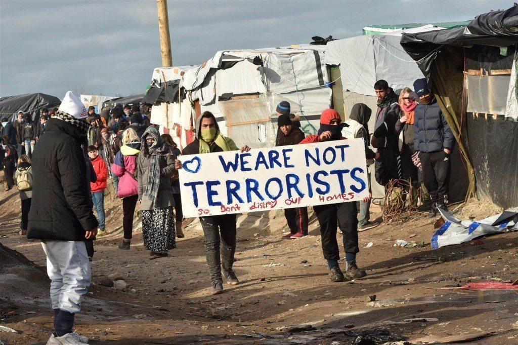 160301-refugees-calais-terrorists-mdl-904_a417a7420770175b4dc9239cfd90e096.nbcnews-ux-2880-1000