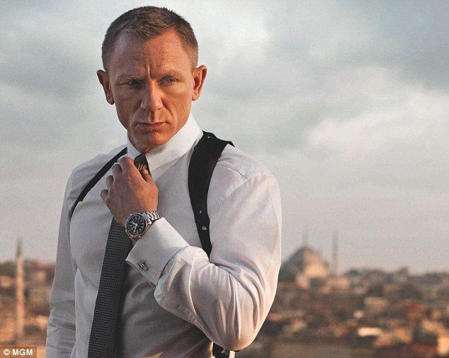 2c79872a00000578-3268154-skyfall_2012_daniel_craig_suits_up_as_james_bond_in_perhaps_his_-a-15_1444562128307
